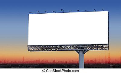 vide, panneau affichage, dans ville, à, crépuscule