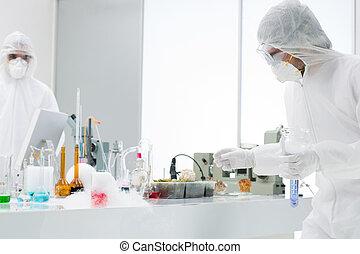 videnskabsmænd, arbejder, ind, en, kemi, laboratorium