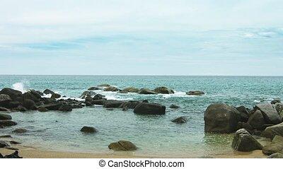 Video 1080p - Horrible dump on the beach. Thailand, Phuket