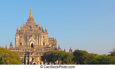 Htilominlo Temple. Bagan, Myanmar (Burma) - Video 1920x1080...