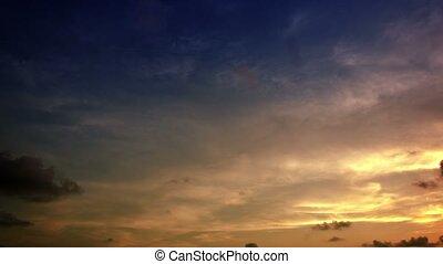 Rapidly darkening sky at sunset. Timelapse - Video 4k -...