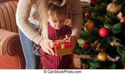 video, kado, moeder, geven, doosje, kerstmis, claus, jonge, ...
