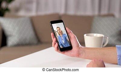 video, kobieta, smartphone, rozmowa telefoniczna, dom, posiadanie