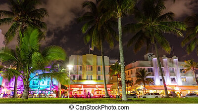 VIDEO LOOP SEAMLESS: Miami Beach, Art Deco District on Ocean Drive - Timelapse