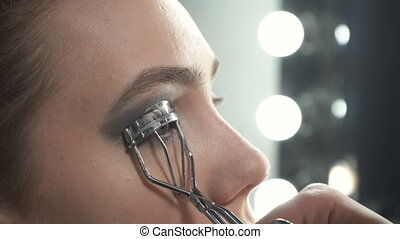 Video of master using eyelash curler - Video of visagist...
