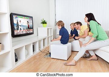 videogames, 若い 家族, 遊び