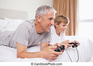 videospiele, seine, lächeln, vater, sohn, spielende