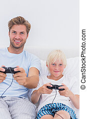 videospiele, vater, sohn, spielende , glücklich