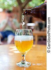 vidrio, cerveza, botella, fluir