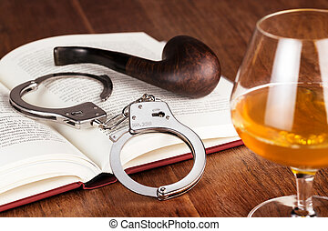 vidrio, de, licor, esposas, y, tubo, en, libro abierto