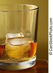 vidrio, whisky escocés, hielo