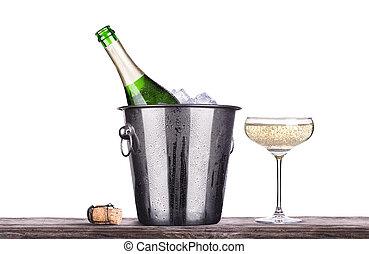 vidrio, y, botella de champán, en, cubo hielo