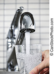 vidro água, enchimento, torneira