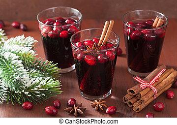 vidro, de, vinho mulled, com, arando, e, temperos, inverno, bebida