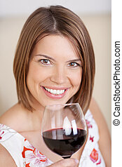 vidro, mulher sorridente, vinho tinto