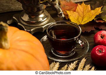 vie, blé, mûre, bois, thé, autumn., thanksgiving, feuilles, arrière-plan., pommes, potirons, samovar, orange, encore, érable