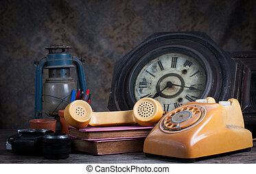 vie, groupe, objets, table., téléphone, écrivain, bois, appareil photo, vieux, encore, type