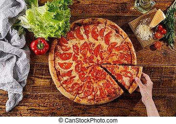 vie, main, pizza, margarita, table., bois, ingredients., encore