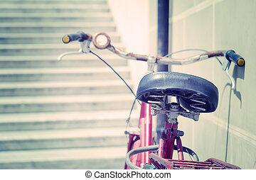 vieille bicyclette, penchement mur
