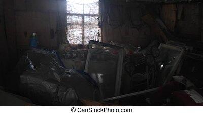 viejo, abandonado, dentro, house., destruido, persona, cámara, humo, movimiento, primero