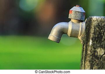 viejo, al aire libre, grifo, sin, agua, en, jardín, en,...