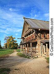 viejo, casa de madera, en, aldea