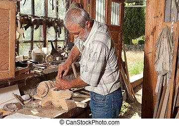viejo, cobertizo, y, hábil, carpintero