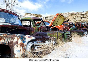 viejo, coches, en, junkyard