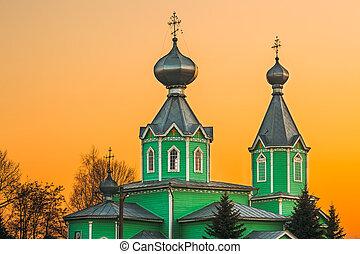 viejo, de madera, iglesia ortodoxa, de, trinidad santa, en, ocaso, luz, en, aldea