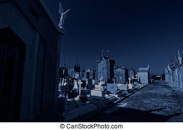 viejo, europeo, cementerio, por la noche