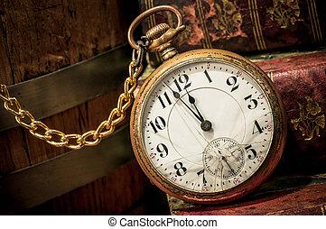 viejo, low-key, relojde bolsillo, libros