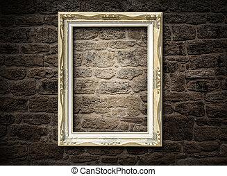 viejo, marco, en, un, pared ladrillo