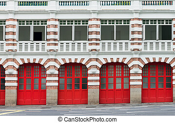 viejo, parque de bomberos, con, rojo, puertas