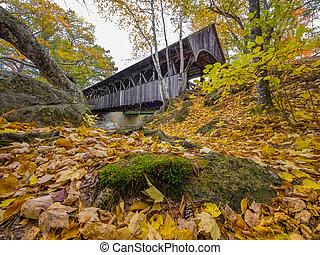 viejo, puente cubierto