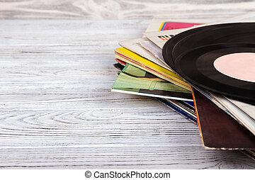viejo, registro vinilo, en, de madera, fondo., estilo retro