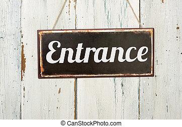viejo, signo metal, delante de, un, blanco, pared de madera, -, entrada