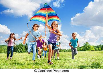 viele, aktive, kinder, mit, papier drache