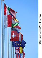 viele, flaggen, von, viele, nationen, wind, mit, blauer himmel