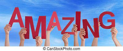 viele, leute, hände, halten, rotes , wort, erstaunlich, blauer himmel