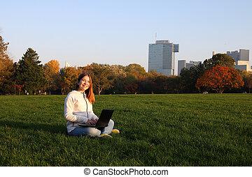 vienne, automne, donaupark, saison, adolescent, ordinateur portable, heureux, girl