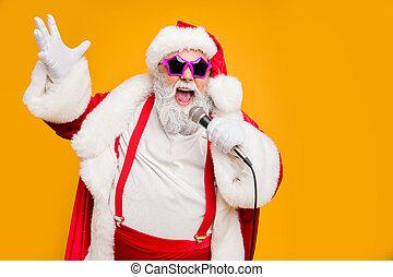 vientre, headwear, loco, retrato, villancicos, uso, asimiento, tener, claus, tirantes, miedoso, micrófonos, cantar, noche, navidad, aislado, plano de fondo, moderno, x - mamis, sombrero rojo, grasa, rendimiento, santa, grande, amarillo, color, vivo