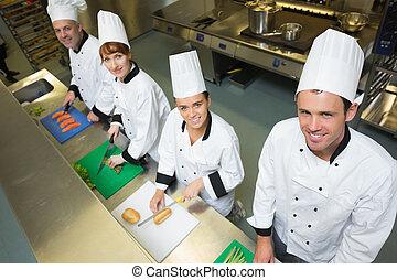 vier, chefs, vorbereiten nahrung, an, zählen