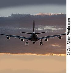 vier, düsentriebwerk, flugzeug, vorher, landung