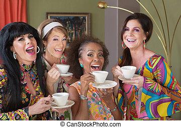 vier, gelukkige vrouwen, theedrinken