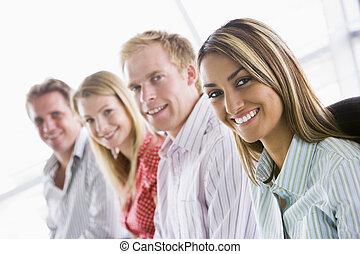 vier, het glimlachen, binnen, businesspeople, zittende