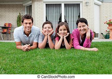 vier, hinterhof, Liegen, familie, Porträt
