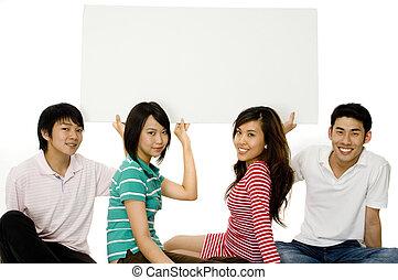 vier, jonge volwassenen, met, meldingsbord