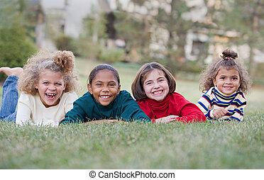 vier kinderen, lachen