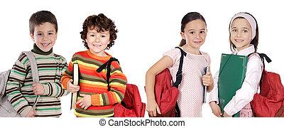 vier kinderen, scholieren, terugkerend aan school