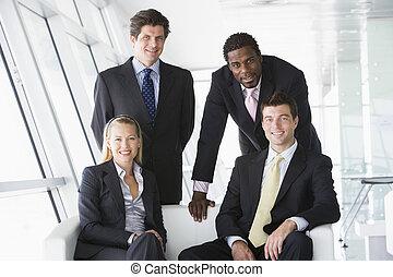 vier, lächeln, businesspeople, bürolobby